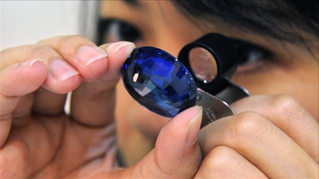 How to choose blue sapphire
